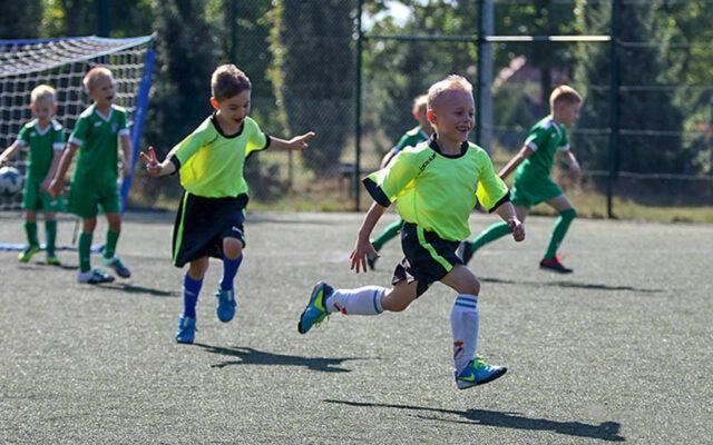 Kochamy grać w piłkę nożną, bo…